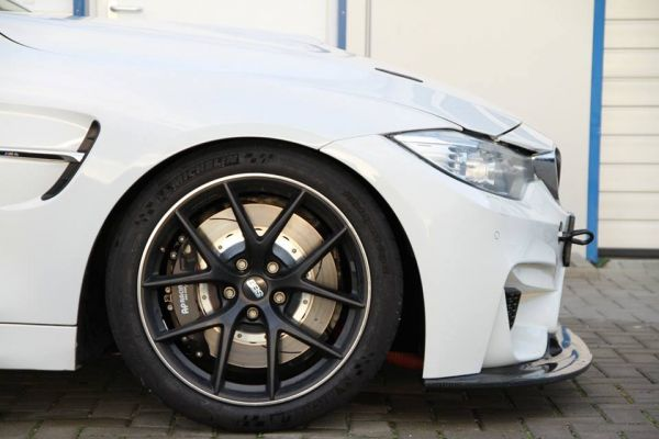 BMW M4 F82 AP Racing PRO 5000 R vorne